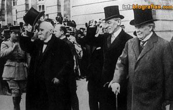 Georges Clemenceau, Woodrow Wilson y. David Lloyd George llegando a la Conferencia de París