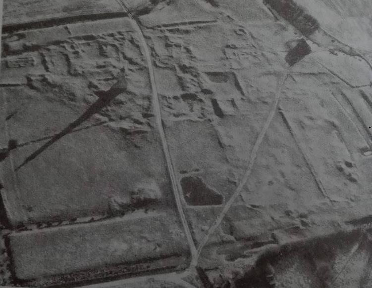 fotografía aérea que muestra la abadía de Kirkstead (Lincolshire, Reino Unido) (García, 2005)