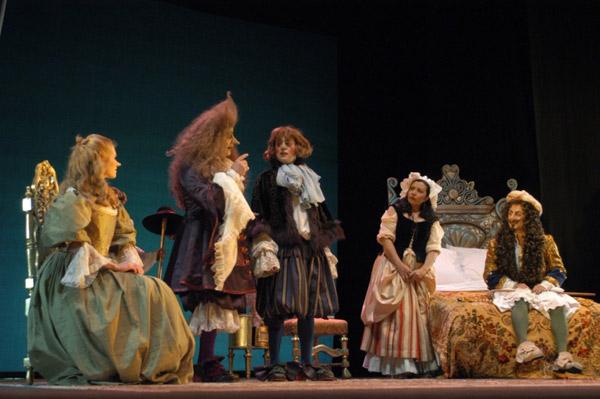 Escena de una de las muchísimas adaptaciones a la escena de El enfermo imaginario de Molière