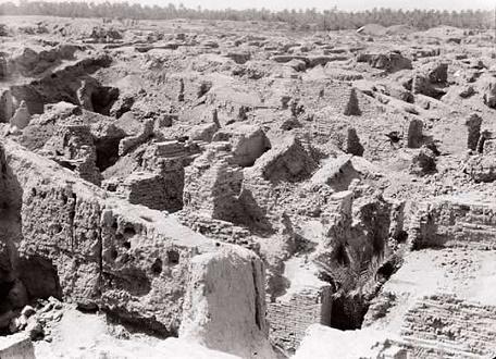 Fotografía sacada en 1932 mostrando parte de las ruinas arqueológicas de Babilonia