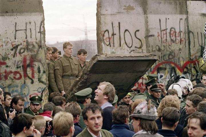 La caída del Muro de Berlín, precedente a la desintegración de la URSS