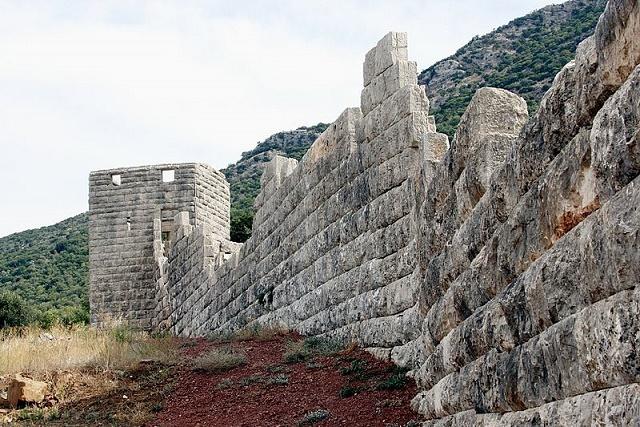 Estado actual en el que se conservan las murallas de la ciudad de Mesenia, donde se consiguió a los ilotas