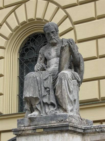Estatua de Tucídides en una biblioteca de Baviera, Alemania