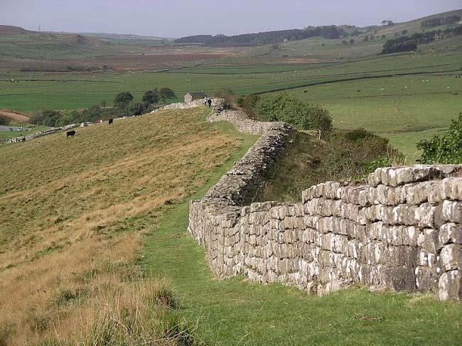 Parte del muro de Adriano en la actualidad, inspiración del Muro de Juego de Tronos