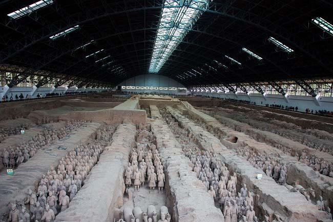 Vista general del ejército de terracota de Qin Shi Huang Di hecho durante la Historia antigua de China