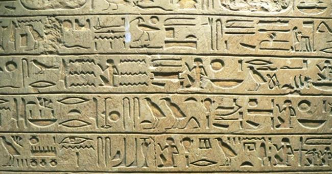 Jeroglíficos egipcios de la Estela de Minnakht, jefe de escribas durante el reinado de Ay An