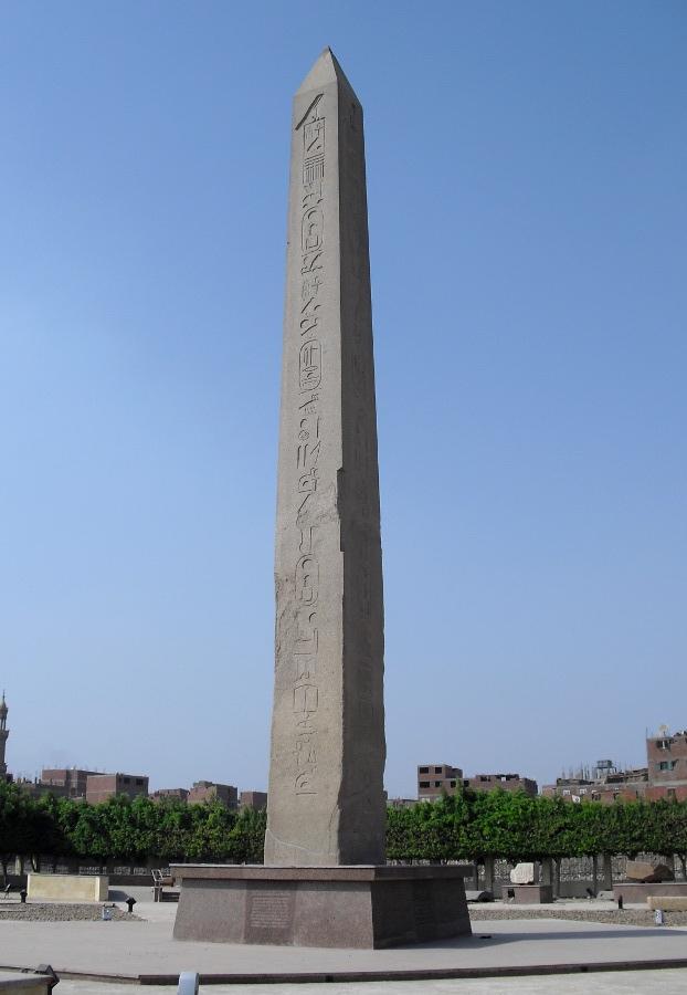 Obelisco de Sesostris I en Heliópolis en Egipto Es el más antiguo que se conserva íntegro