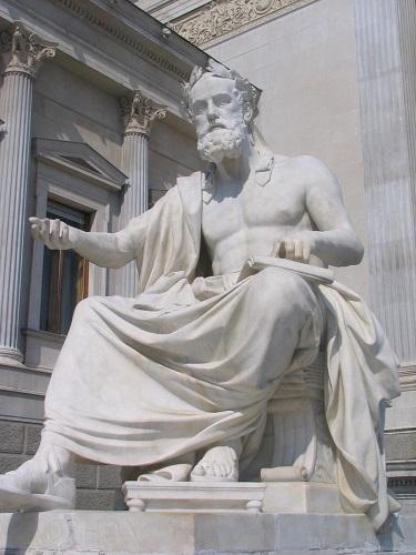 Estatua de Jenofonte en el exterior del parlamento de Austria