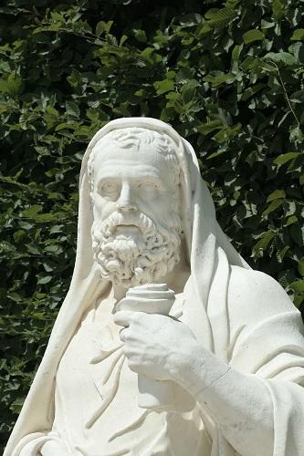 Estatua del orador ático Lisias ubicada en los jardines de Versalles