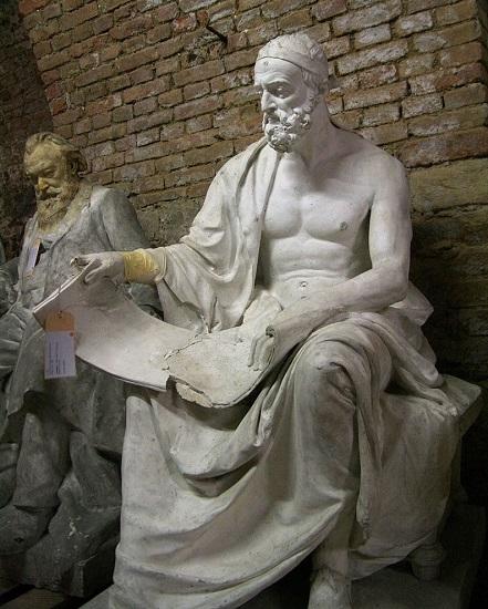 Estatua del historiador Polibio, que vivió la destrucción de Corinto en la Guerra Aquea